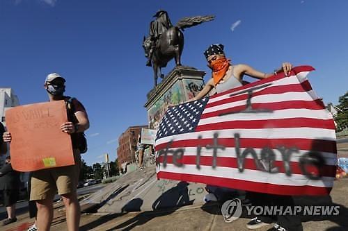 코로나19 봉쇄령 걷히자 시위 덮친 미국 경제