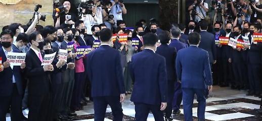 與, 법사위 등 6개 상임위장 단독 선출…주호영 사의 표명