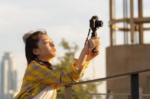 [아주리뷰] 브이로그의 시대를 열어줄 카메라 소니 ZV-1
