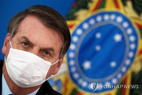 [코로나19] 마스크 착용 거부했던 브라질 대통령, 결국 양성 판정