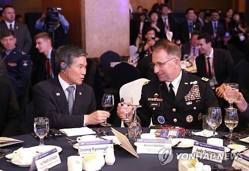 정경두-에이브럼스 긴급 회동...  한미연합군사훈련 시기·규모 협의한 듯