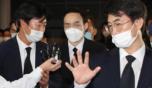 [슬라이드 포토] 故 박원순 시장 아들, 서울대병원 빈소 도착