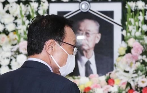 이해찬 민주당 대표, 백선엽 장군 빈소 조문…후배들 아꼈던 분