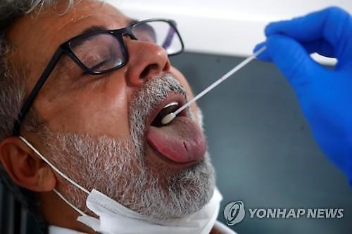 다시 살아나는 불멸의 코로나...호주·홍콩·일본서 감염 물결 일렁