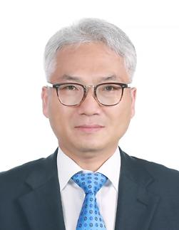 文대통령, 국정원 차관급 인사 단행…기조실장에 박선원 임명