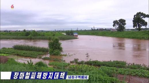 김정은, 北 수해지역 방문…국무위원장 예비곡물로 수재민 지원
