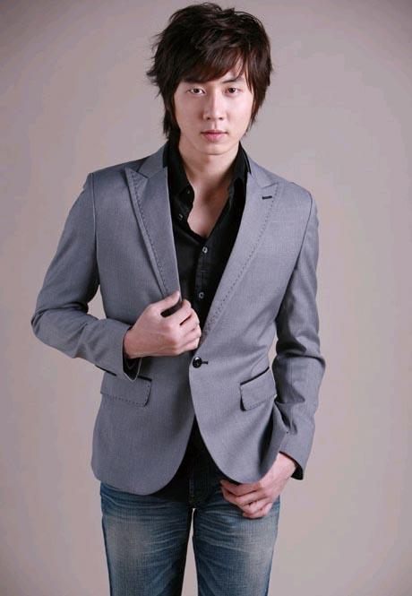 .神话成员Andy将在中国举办首场个人演唱会.