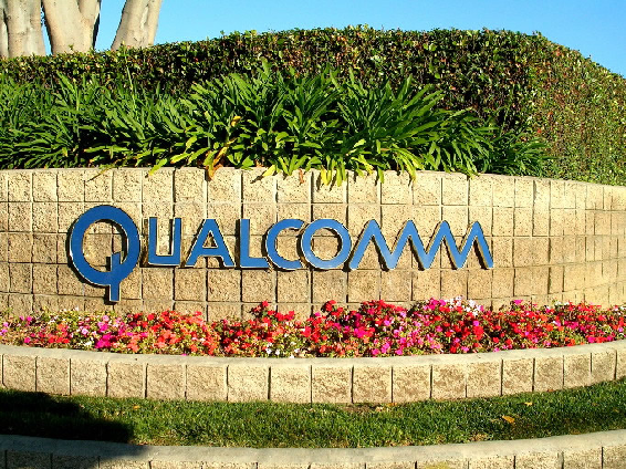 .Qualcomm Posts 2nd-qtr Loss on Legal Settlement .
