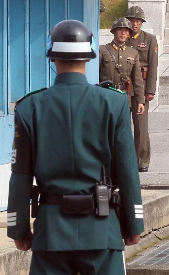 板门店南北韩军人相望