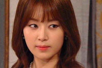 出演電視劇《財源滾滾》的韓國演員韓智慧一人二角