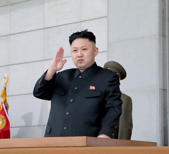 """朝鲜国防委员会第一委员长金正恩在第111号白头山选区登记参选。 金正恩18日在向朝鲜全体选民发送的公开信中表示,决定在第111号白头山选区登记参选。 朝鲜中央选举委员会在19日发布的报道中称:""""在推选最高人民会议第13届代议员的第111号白头山选区,已郑重地将金正恩同志登记为候选人。全国所有选举区选举者大会和选举者会议都高度拥戴金正恩同志为代议员候选人,这表现出全国人民对金正恩同志的绝对支持和无限信任。"""" 3日,朝鲜人民军在人民武力部召开了第111号白头山选区选举者大会,总政治局长"""
