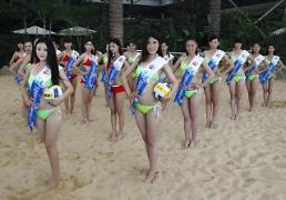 .中国旅游日:选美小姐酣战沙滩排球 推介景区旅游.
