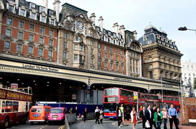 """伦敦火车站遭""""炸弹""""惊魂紧急疏散"""