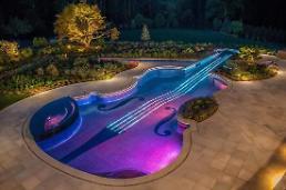 .美银行家花百万美元建美妙绝伦游泳池 可游泳泛舟.