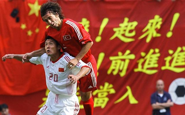 2002年世界杯上,首次出线的中国队英勇拼杀,但未进一球.-巴西世