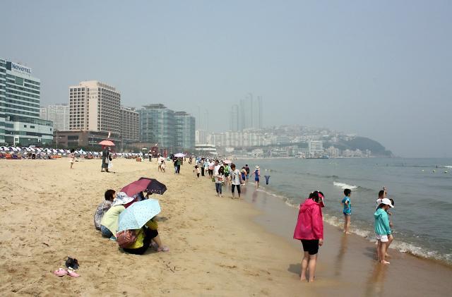 釜山海云台海滨浴场开放迎接游客到来