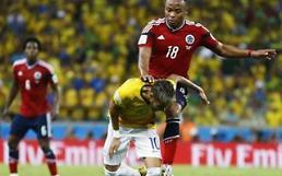 [브라질 월드컵] 네이마르 부상 입힌 수니가… 팬들, 어린 딸에게까지?