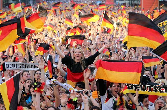 让世界杯成为全民狂欢的借口