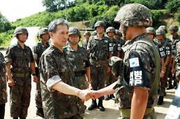 청와대는 왜 <B>김관진</B>을 감싸나