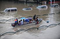 [영상중국] 중국 저장 리수이시 50년만에 최대 홍수...도로 침수로 배타고 탈출
