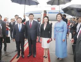 [영상중국]중국 시진핑 펑리위안 부부 몽골 도착 커플룩 잘 어울려
