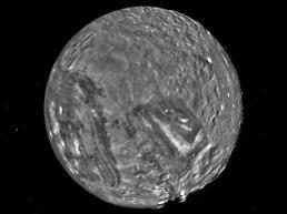 천왕성 프랑켄슈타인 달, 울퉁불퉁 표면 그랜드 캐년의 12배 깊이
