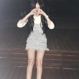 .K-pop girl band 4Minute member HyunA new cutesie selfie for her fans.