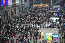 [영상중국] 중국 국경절 황금연휴 철도역마다 인산인해