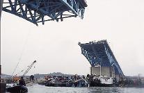 Memorial service held to mark 20th anniversary of Seongsu Bridge collapse