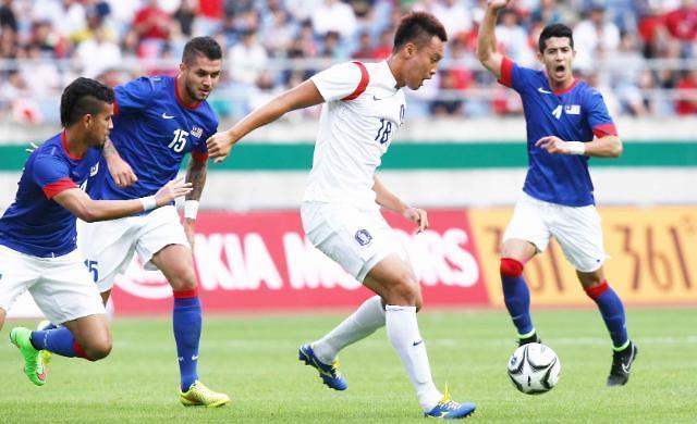 Korea falls 3 notches to 66th in FIFA rankings