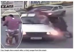 [영상] 아찔 교통사고 커플, 벌떡 일어나 폭풍 키스나눠…