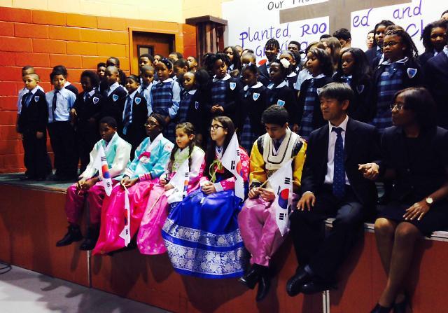 124名初中高中学生将韩语作为第二外国语进行学习