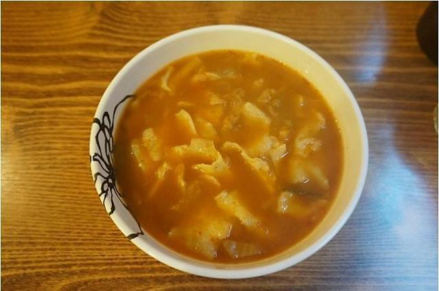 冬季寻找美味的面片汤