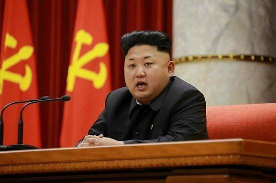 """据新华社9日报道,外交部发言人洪磊日前就中朝关系回答了记者提问。 有记者问,1月8日是朝鲜最高领导人金正恩的生日。中方是否向其表示祝贺?中方对今年中朝关系有何展望? 洪磊说,中朝是友好邻邦,两国间长期保持着友好交往的传统。中方已就此向朝鲜方面表示了祝贺。 """"我们祝愿朝鲜人民在金正恩第一书记的领导下推动国家经济社会发展继续取得新的成就。""""洪磊说。 洪磊表示,新的一年,中方愿按照""""继承传统、面向未来、睦邻友好、加强合作""""的方针,推动中朝传统友好合作关系向前发展。"""