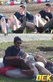 [유튜브] 처음 보는 비키니걸이 무릎 베고 눕자 호텔 가자 남녀 반응 극과 극