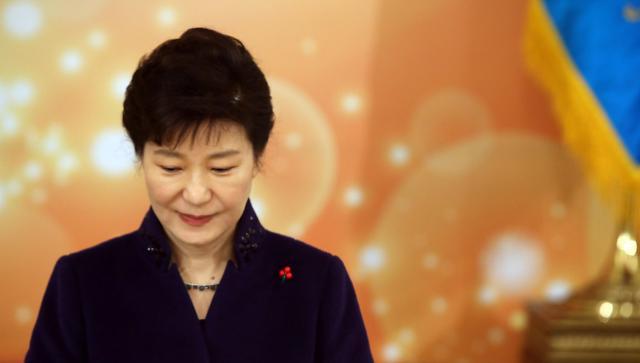 29日面向1009名韩国民众进行总统朴槿惠支持率调查