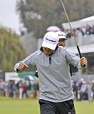 .James Hahn wins maiden PGA victory .