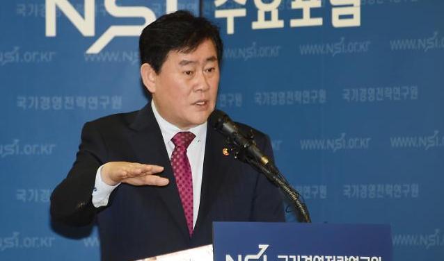 """최경환 """"현재 디플레 아니지만 우려는 된다"""""""
