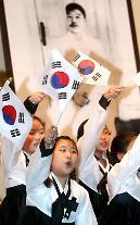 """韩国举行""""纪念安重根殉国105周年""""追悼仪式"""