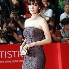 파격 드레스부터 우아한 정장까지, 김소연, 공식 석상 모음…