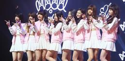 .Girl group Oh My Girl makes debut .