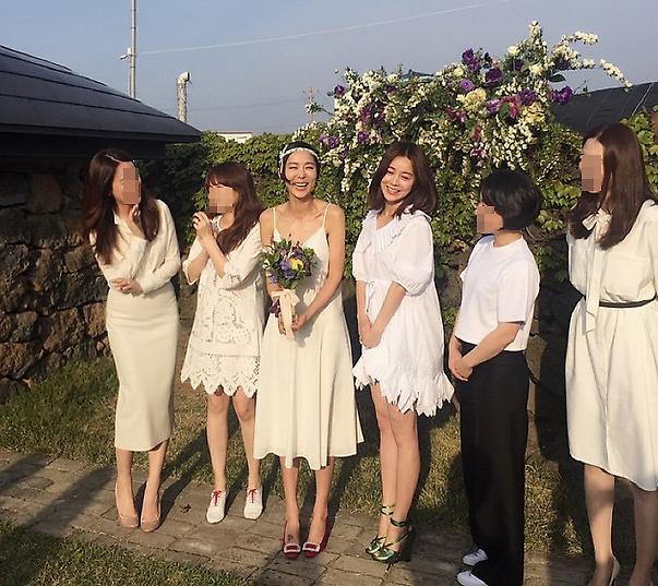 김나영 결혼식은 민폐하객 천지? 관례 깬 드레스 코드 '눈길'