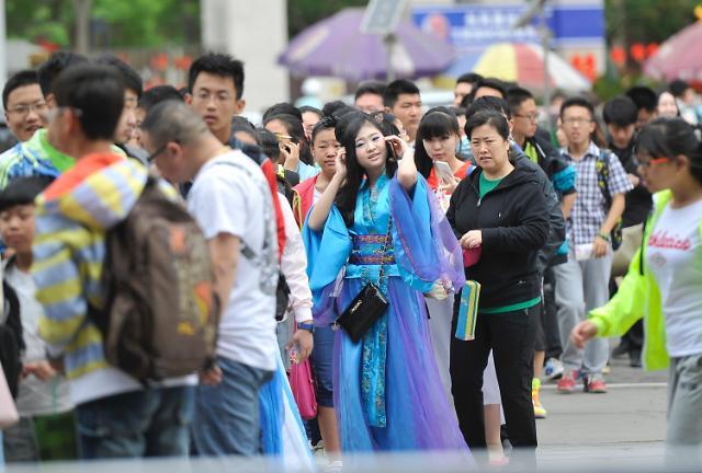 [영상중국]중국판 근로자의 날, '노동절' 연휴 관광지 인파 '북적'