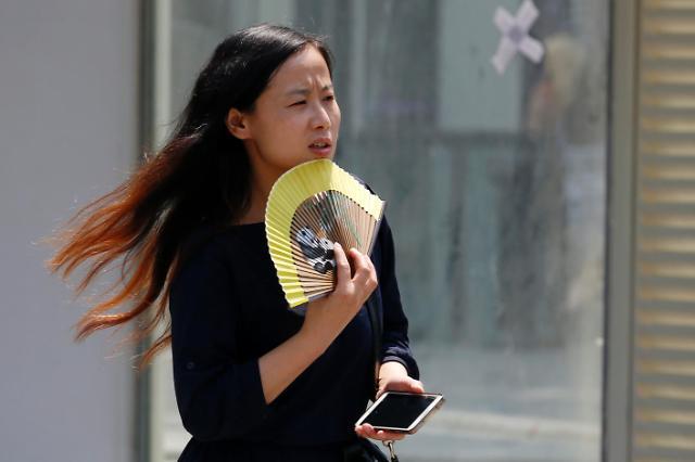 [영상중국] '베이징은 한여름' 최고기온 32℃이상