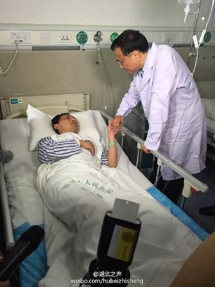 [영상중국] 여객선 침몰 사고현장 누비는 리커창 총리