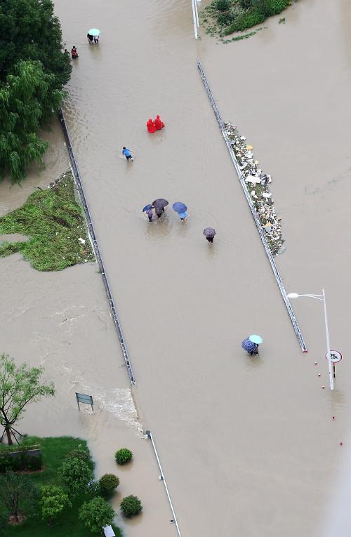[영상중국] 중국 곳곳 기록적 폭우, 도시가 순식간에 '바다'로