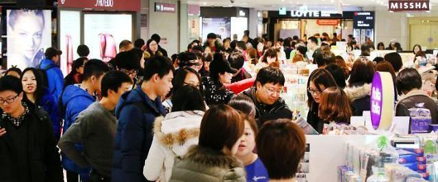 Foreign arrivals plunge 41% on-year in June