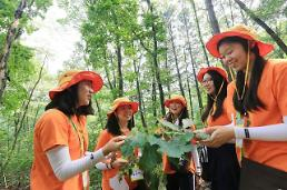 .Students join hands with Yuhan-Kimberly to make our land greener  .