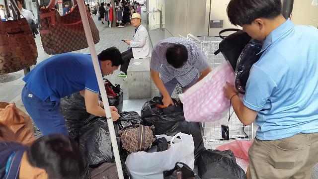 명품이 우르르(?)… 강남구, 시가 16억원 어치 위조상품 판 업자 적발
