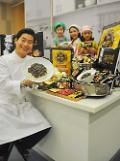 .Chinese chef Lee Yeon-bok promotes Paldos new black bean paste ramyeon .